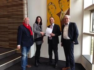 Gerard Waanders & Mirjam Bink met burgemeester Snijders en Wethouder Prinsse (Hardenberg)