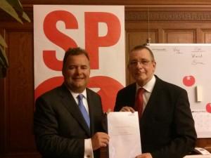 Dennis de Jong (SP) met Hans Biesheuvel
